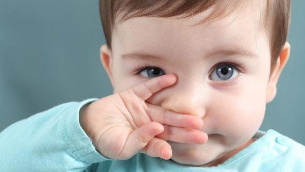 Có nên chữa ho sổ mũi cho trẻ em bằng cách dán cao salonpas?