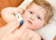Mẹ hạ sốt cho con sai cách nguy hiểm đến tính mạng của bé