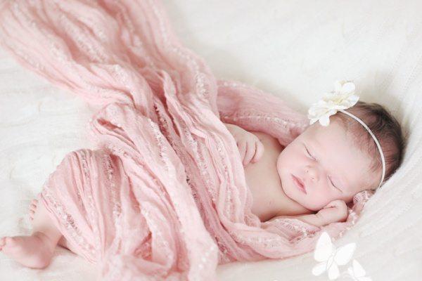 Làm thế nào để trẻ sơ sinh hết giật mình khi ngủ ?