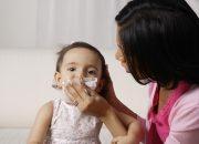 Mẹo hay giúp mẹ trị sổ mũi cho bé khi giao mùa
