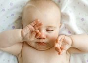 Hướng dẫn các mẹ cách tự điều trị viêm kết mạc ở trẻ sơ sinh