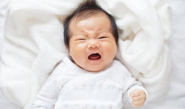Mẹ đối phó thế nào khi trẻ sơ sinh ngủ ít