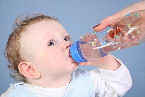 Chia sẻ với mẹ 4 cách hạ sốt cực nhanh cho trẻ sơ sinh