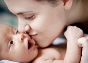 5 Đối tượng không được hôn trẻ sơ sinh nếu không nguy hiểm đến tính mạng