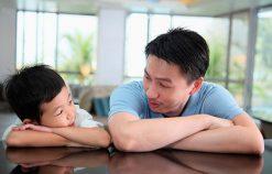 Nguyên tắc 3 phút cha mẹ cần áp dụng khi dạy con