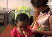 VTC14_Bé 4 tuổi bị cha mẹ hành hạ dã man ở Bình Dương