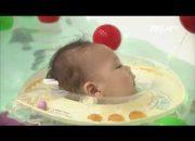 (VTC14)_Dạy trẻ học bơi khi vài tháng tuổi: Khó hay không?