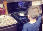(VTC14)_Mẹ dạy con trai 6 tuổi làm việc nhà để sau này giúp vợ