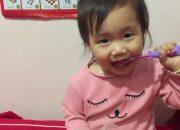 dạy bé 21 tháng tuổi đánh răng bằng nước muối sinh lý