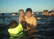 Kinh nghiệm dạy con học bơi Bé 4 tuổi