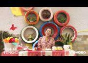 Các cô Trường MN Nguyễn Tất Thành dạy trẻ 5-6 tuổi làm Yaourt Trái cây.