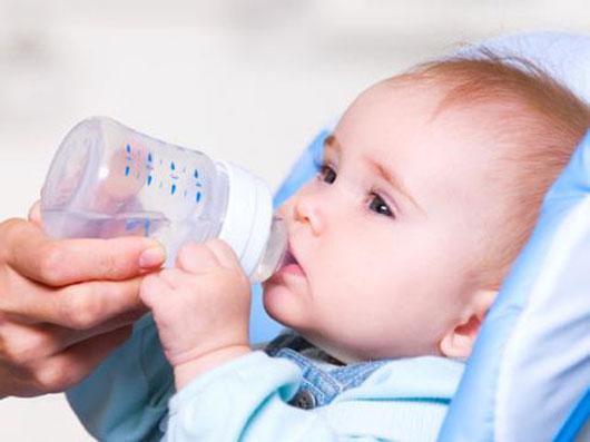 Con đột tử teo não vì những sai lầm khi chăm sóc trẻ sơ sinh của bố mẹ