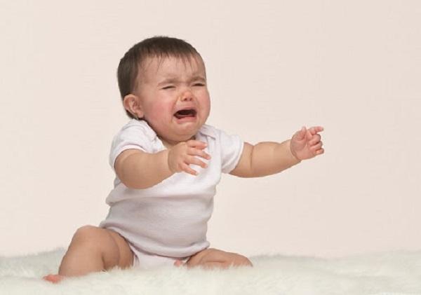 Xử lý thế nào khi trẻ sơ sinh khóc đêm nhiều ngày