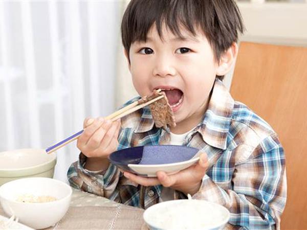 Học mẹ Nhật cách nuôi con khỏe mạnh vào mùa đông