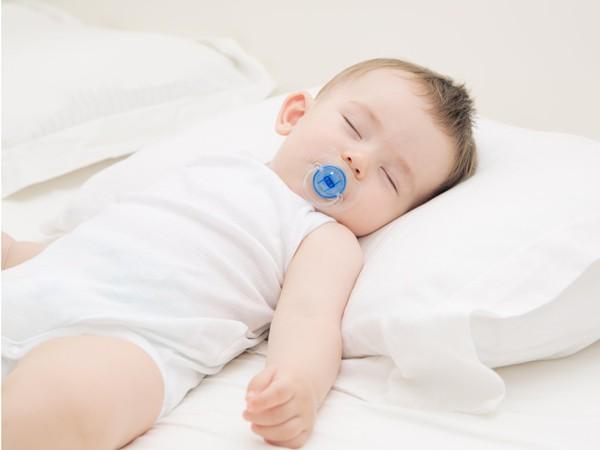 cách trị nghẹt mũi cho trẻ sơ sinh tại nhà;