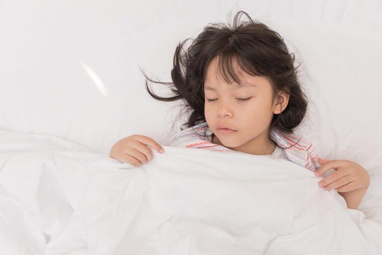 trẻ dùng kháng sinh bị tiêu chảy phải làm sao;