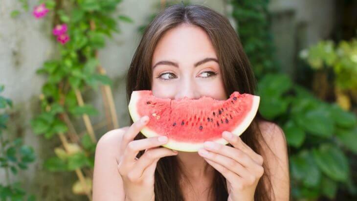mang thai 3 tháng đầu ăn dưa hấu được không